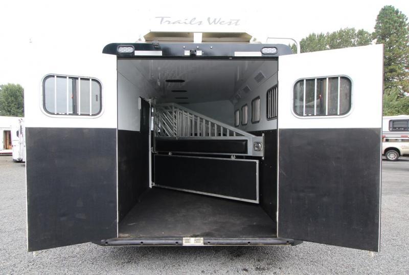 2016 Trails West Sierra Select w/ Hay Rack - Stud dividers 4 Horse Trailer - Seamless Aluminum vacuum Bonded walls