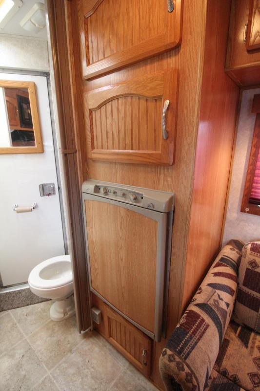 2005 Sundowner Trailblazer III 10' sw Living Quarters 3 Horse Trailer - Stud Divider & Escape Door PRICE REDUCED $600