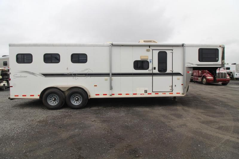 2005 Sundowner Trailblazer III 10' sw Living Quarters 3 Horse Trailer - Stud Divider & Escape Door
