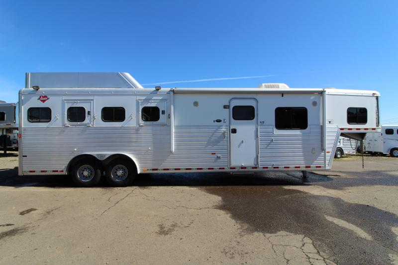 2005 Hart 4 Horse LQ 11 SW - GORGEOUS Outlaw Custom Interior - On Board Onan Generator - Hay Rack