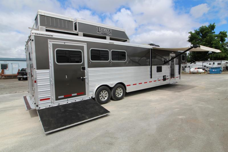 2018 Logan Coach Lightly Used 2018 Logan Razor 3H Side Load 13' SW Horse Trailer