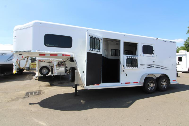 2017 Featherlite 8542 - 9 ft LQ - 3 Horse - Mangers - All Aluminum