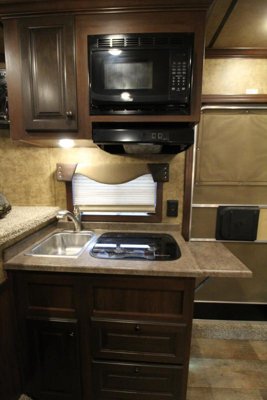 2020 Exiss 8310 3 Horse 10' SW Living Quarters Trailer - Slide Out - Dinette - Hay Rack - Easy Care Flooring