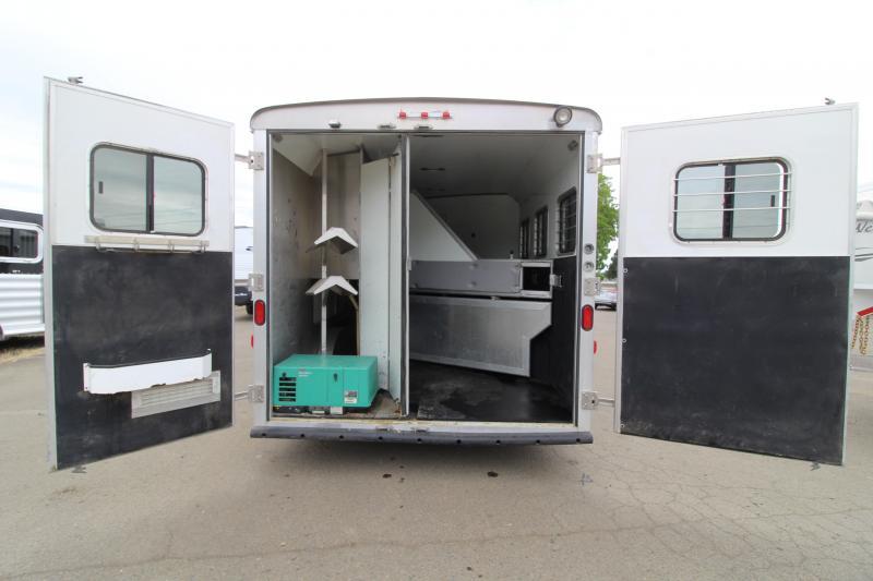 2007 Bison Stratus 13' SW LQ 3 Horse Trailer - Onan 3600 Generator - Slide Out - Mangers - Ample Storage in Living Quarters