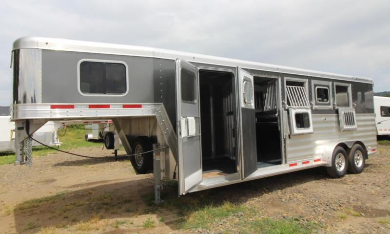 2020 Featherlite 7541 - Legend Edition - Easy Care Flooring - All Aluminum - 4 Horse Trailer LARGE Dressing Room - Rear Tack PRICE REDUCED
