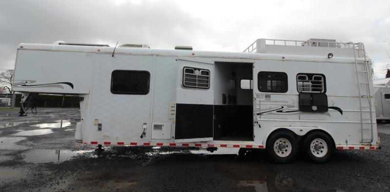2000 Circle S 10ft Living Quarters 3 Horse Trailer - Real wood interior