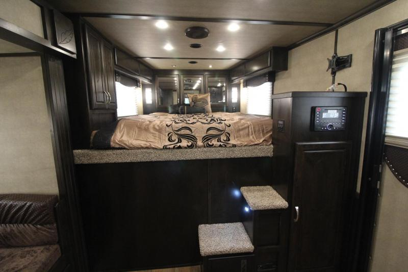 2018 Featherlite 9821 - Easy Care Flooring - All Aluminum -11ft sw 4 Horse Living Quarters Trailer PRICE REDUCED $9600