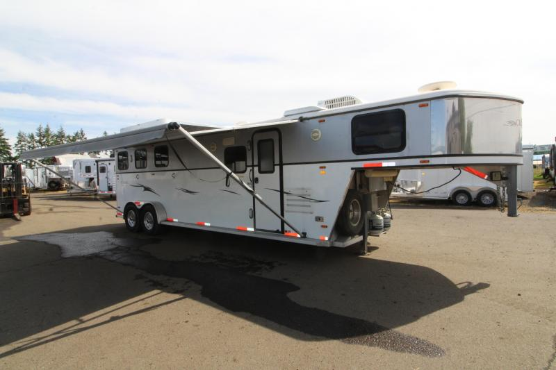2005 Classic 3 Horse LQ 11' SW with Dinette - Mangers - Solid Rear Tack - Wood-faced Cabinets