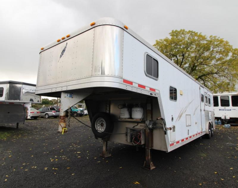 2000 Featherlite 8587 - 8' Wide - 13' Short Wall Living Quarters 3 Horse Trailer - Full-size Fridge - Dinette - Stud Divider LARGE STALLS