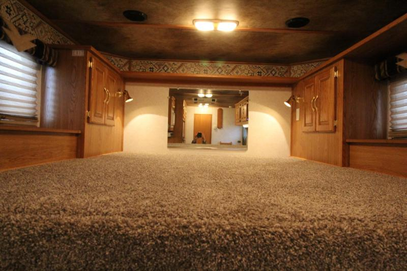 2000 Featherlite 8587 - 8ft Wide - 13ft sw Living Quarters 3 Horse Trailer - Full sized fridge - Dinette - Stud divider LARGE STALLS