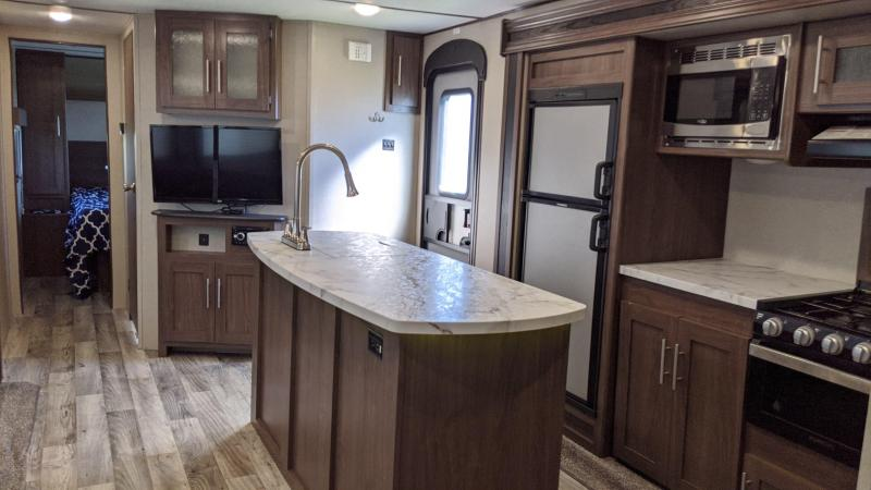 2020 Keystone Hideout Travel Trailer 30BHKSWE - LIKE NEW CONDITION - Central Vacuum System - Check Out This Kitchen!