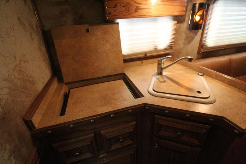 2007 4-Star 13ft SW Living Quarters Outlaw Interior - w/ Mid-tack - Generator - 3 Horse Trailer PRICE REDUCED $1000