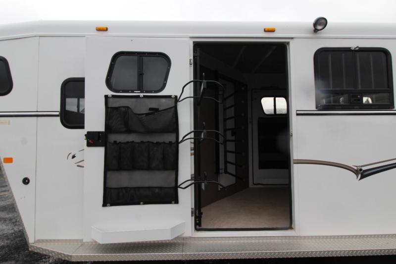 2004 Trails West 3 Horse w/ Mid Tack & Comfort Package 3 Horse Trailer