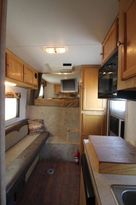 "2005 Logan Coach Aluminum XT 7'6"" Tall 4 Horse 8' SW Living Quarters Trailer PRICE REDUCED $1000"