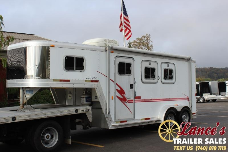 2001 Exiss Trailers 2HG-SL7204 Horse Trailer