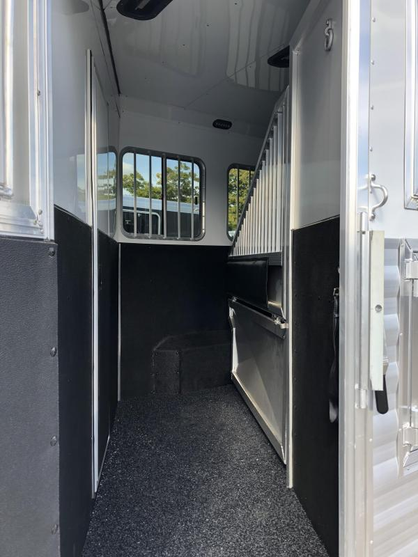 2020 Exiss Endeavor 4 Horse w/ 16' Shortwall with Slide Living Quarters