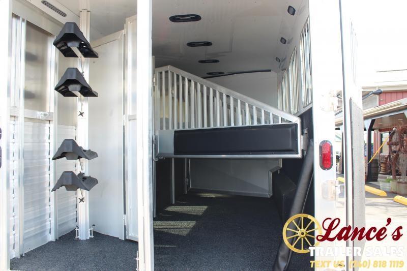 2020 Exiss Endeavor 4 Horse w/ Slide Living Quarters