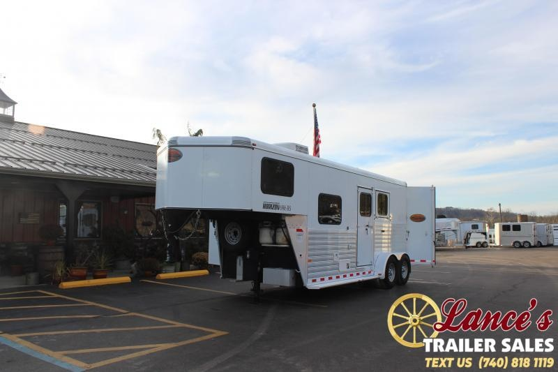 2012 Sundowner Trailers 7207 LIVING QUARTERS Horse Trailer