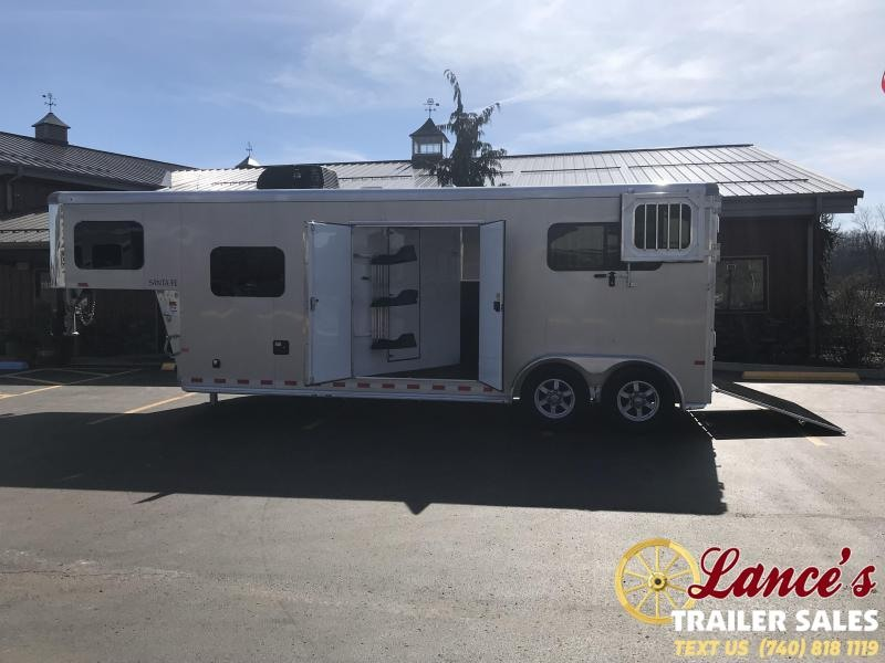 2020 Sundowner 2-Horse Straight Load Living Quarter -This Unit is Out On Demo with one of our Horse Ambassador Lisa Bonner -viewed by Appointment -Thank you