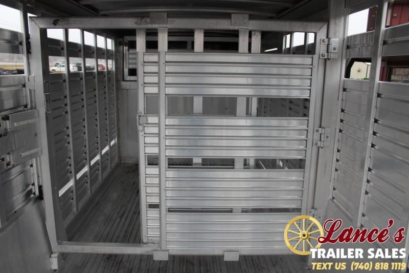 1999 Featherlite 8110 Livestock Trailer