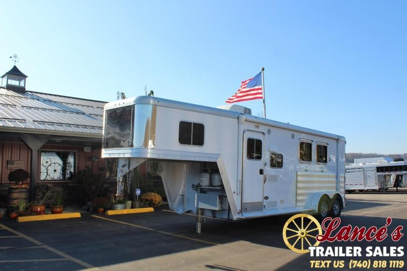 2017 Featherlite 2 Horse Slant Load Living Quarters TRailer