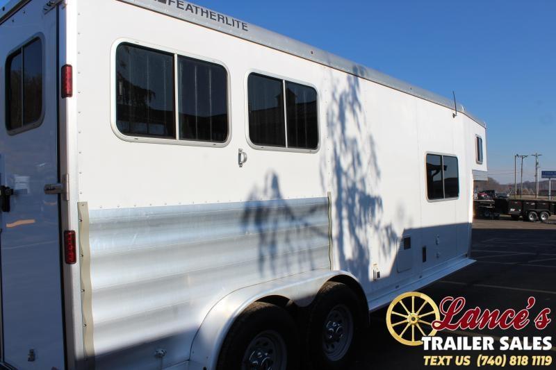 2017 Featherlite 2 Horse Slant Load Living Quarters TRailer