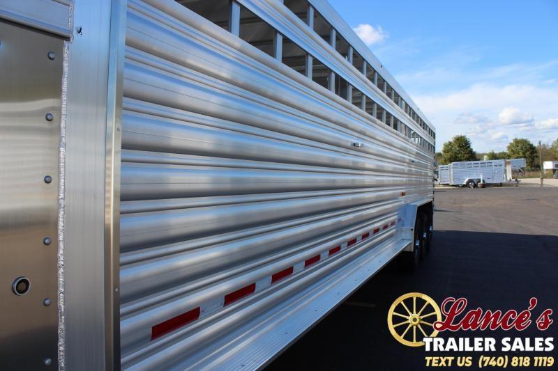 2020 Featherlite 30Ft. Tri-Axle Livestock Trailer