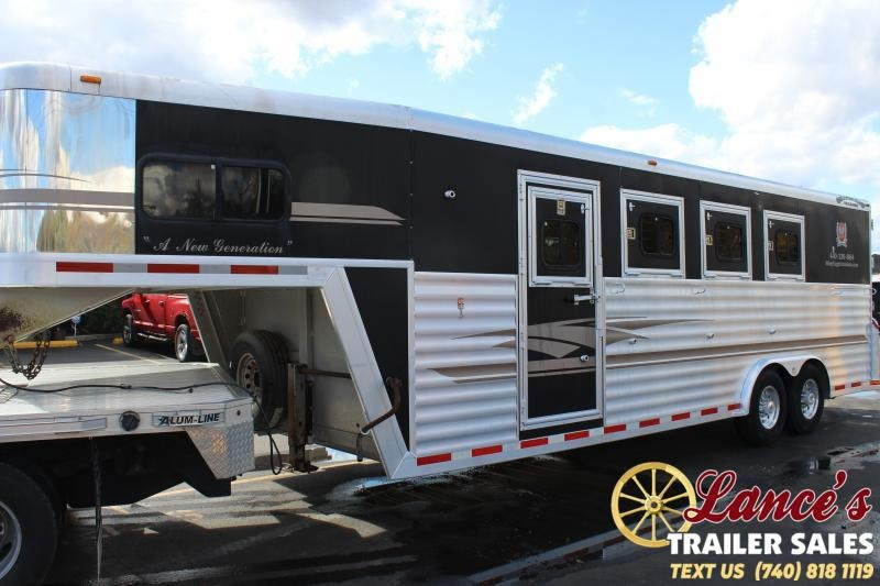 2001 Bloomer 4HGN Horse Trailer