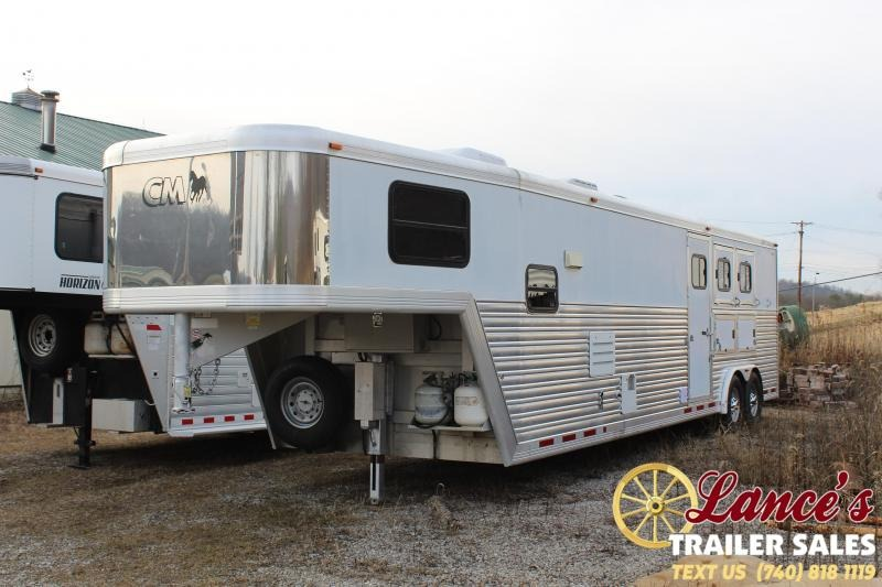 2003 CM 3 Horse Slant  Load  LIVING QUARTER Horse Trailer