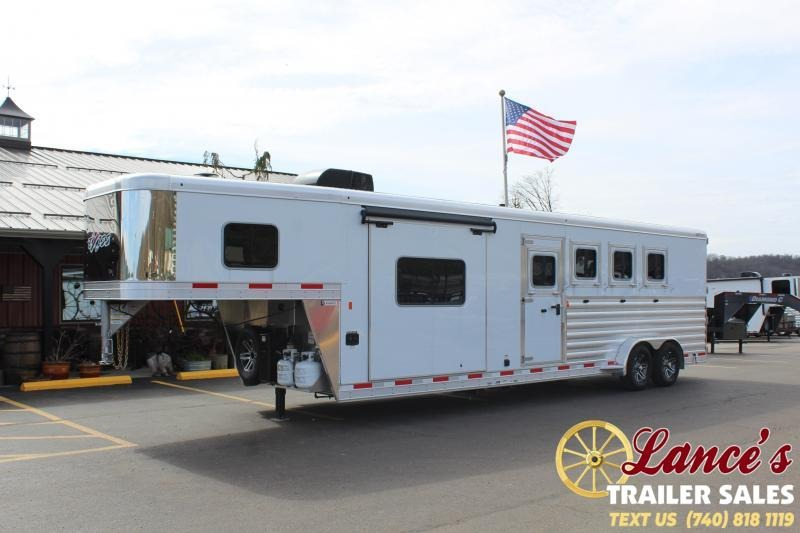 2020 Exiss Escape 4 Horse w/ Slide Living Quarters