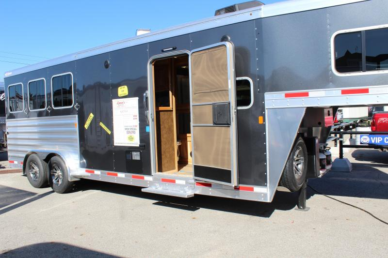 2020 Exiss Escape 3 Horse w/ 8' Shortwall Living Quarters