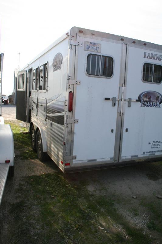 2007 Lakota 3H Horse Trailer