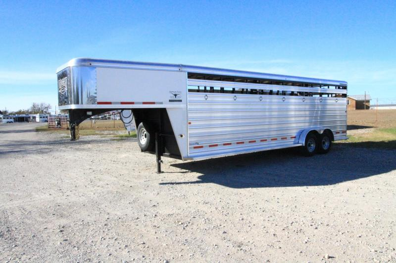 2018 Logan Coach 24' Stockman Livestock Trailer