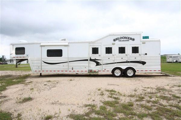 2011 Bloomer 4H 14' SW Horse Trailer