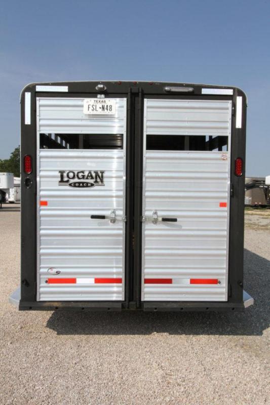 2017 Logan Coach 26' Stock w/ Trainers Tack