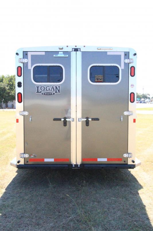 2017 Logan Coach Riot Horse Trailer