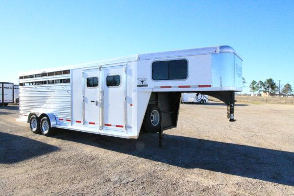 2019 Logan Coach 22' GN Trainers Tack Stock Trailer