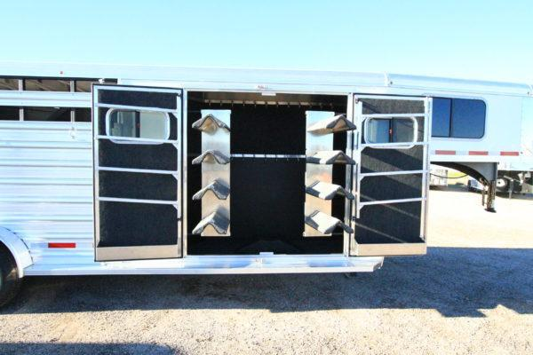 2017 Logan Coach 22' GN Trainers Tack Stock Trailer