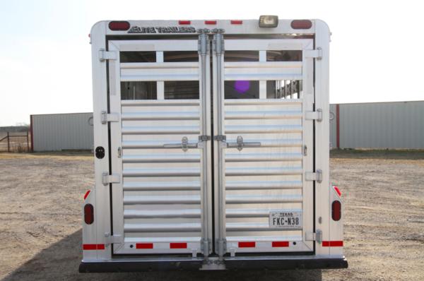 2015 Elite GN 3H Slant Horse Trailer w/ Midtack