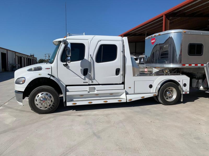 2008 Freightliner 4dr Sports Chasis Truck
