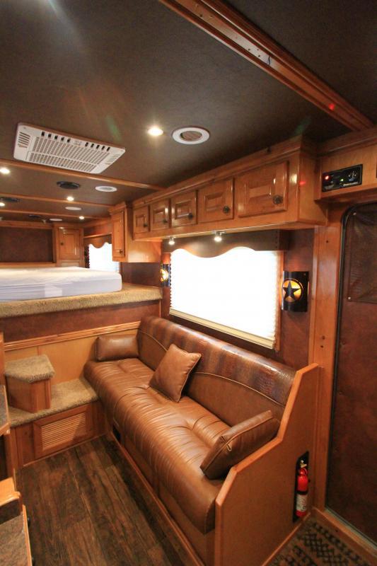 2013 Cimarron Northstar 4H 14' SW LQ Horse Trailer