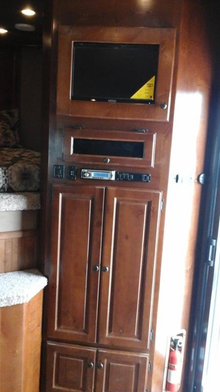 2016 Sundowner 4H Horizon Special Edition LQ Horse Trailer