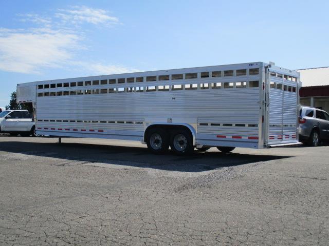 2020 EBY 32' Ruff Neck Livestock Trailer
