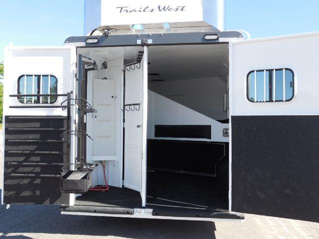 Clearance 2015 Trails West 3H LQ w/Slide Horse Trailer
