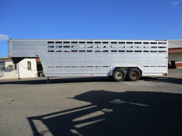 1993 EBY 24ft Livestock Trailer