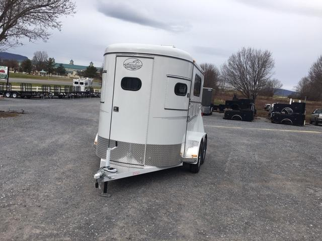 2020 Bee Trailers Super Bee Walk-Thru Horse Trailer