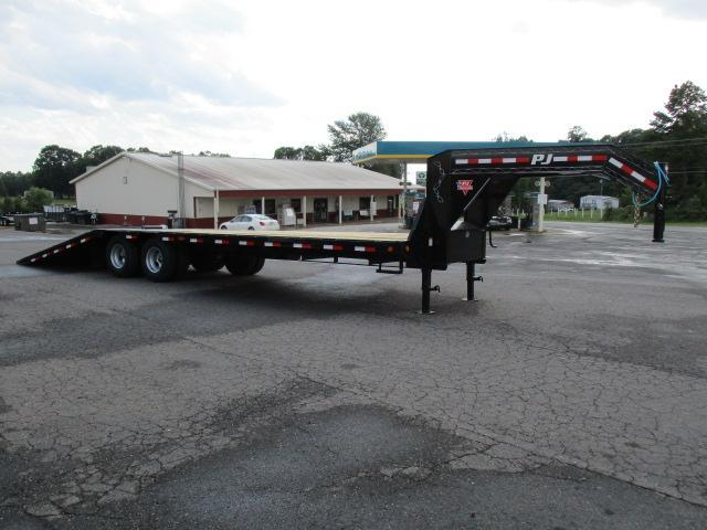 2020 PJ Trailers 32' Low Pro Hyd Dove Elec/Hyd Disc Brakes Equipment Trailer