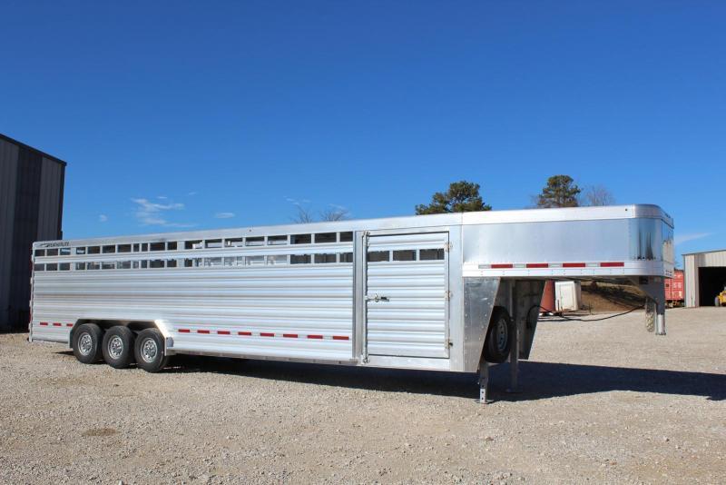 2019 Featherlite 8127-7632 Livestock Trailer