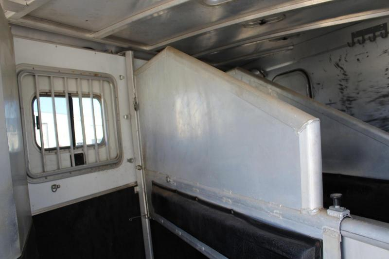 2005 Exiss Trailers XT-308 Horse Trailer