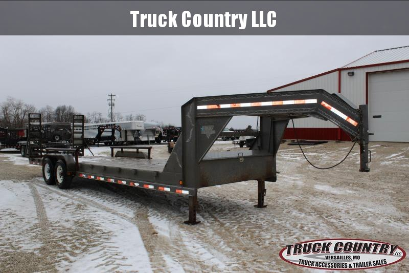 2007 PJ Trailers C8 26' gooseneck Equipment Trailer